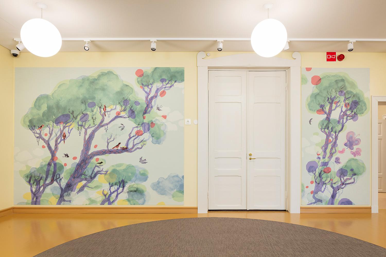 Valtion taideteostoimikunnan tilausteokset, Ilja Karsikkaan Laulava latvus ja Elämän puu julkistettiin torstaina 6.8.2020 Vuorelan koulukodissa.